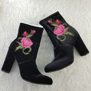 Merona embroidered black boots size 8.5
